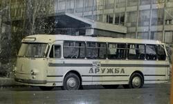 ЛАЗ-695МвозлеДворцаСпорта